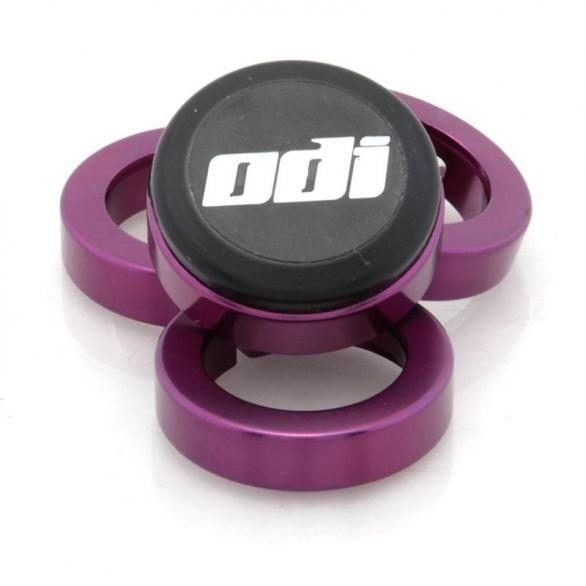 Objímky ke gripům ODI MTB Lock-On Al fialové